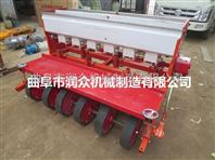 拖拉机带动多功能播种机
