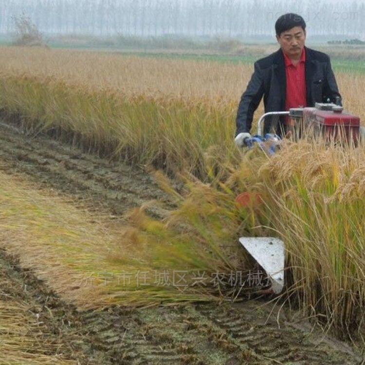 玉米秸稈粉碎還田機自走式黃豆收割機價格