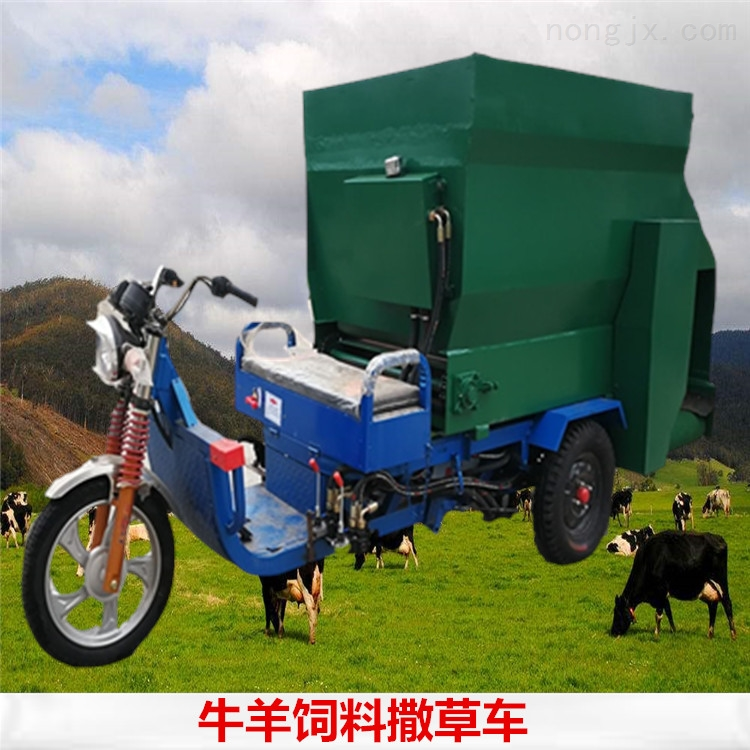牛场撒料车柴油动力带动