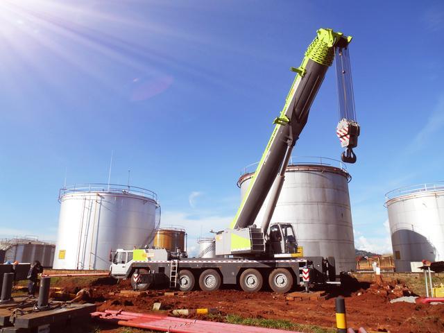 中联重科QAY200进驻非洲 成乌干达目前最大吨位汽车起重机